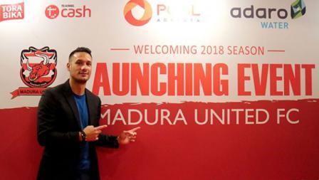 Raphael Maitimo dalam acara launching event Madura United.