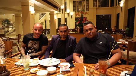 Julian Faubert bersama Presiden Borneo FC, Nabil Husein - INDOSPORT