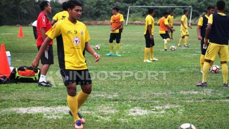 Manda Cingi mulai mengikuti latihan bersama Semen Padang FC. - INDOSPORT