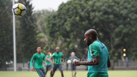 Boaz Solossa menjadi salah satu pemain senior yang dipanggil Luis Milla untuk lawan Islandia. Herry Ibrahim