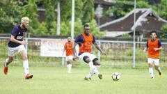 Indosport - Asisten pelatih Borneo FC, Ahmad Amiruddin mengatakan, perekrutan Guy Junior sebagai bukti tim Pesut Etam akan tampil atraktif di Liga 1 2020.