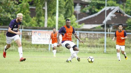 Asisten pelatih Borneo FC, Ahmad Amiruddin mengatakan, perekrutan Guy Junior sebagai bukti tim Pesut Etam akan tampil atraktif di Liga 1 2020. - INDOSPORT