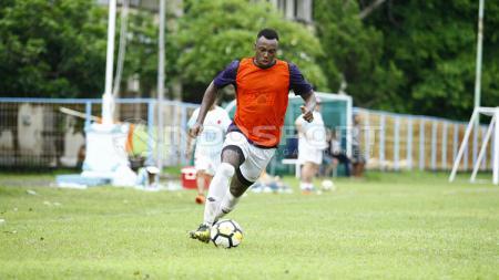 Pemain anyar klub Liga 1 Borneo FC, Guy Junior memastikan sudah dalam kondisi terbaik, pasca mengalami cedera panjang di musim lalu. - INDOSPORT