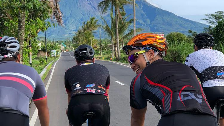 Mantan Pembalap MotoGP Asal Indonesia, Doni Tata Pradita saat ini sedang menggandrungi olah raga bersepeda Copyright: Dokumen pribadi