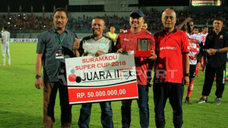 Persela Lamongan, mendapat hadiah Rp 50 juta sebagai runner-up Suramadu Super Cup.