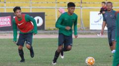 Indosport - M. Iqbal, saat berlatih bersama Timnas U-19