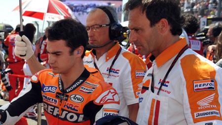 Dani Pedrosa (kiri) dan Alberto Puig. - INDOSPORT
