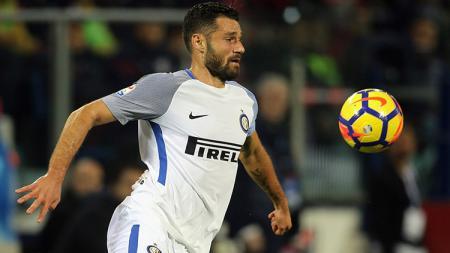 Setelah pemain Juventus Danielle Rugani dinyatakan positif corona, bek Inter Milan, Antonio Candreva khawatir rekan-rekannya ikut terkena dampak wabah tersebut. - INDOSPORT