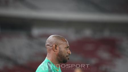 Tepat hari ini, 1 Juni 2007 silam, atau 13 tahun yang lalu, megabintang Persipura Jayapura, Boaz Solossa, bernasib tak mujur ketika membela tim nasional Indonesia menghadapi Hongkong di Stadion Gelora Bung Karno. - INDOSPORT