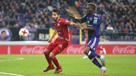 Calon bek naturalisasi Timnas Indonesia Sandy Walsh tidak dimainkan saat Zulte-Waregem menghadapi AS Eupen di pekan ke-17 Liga Belgia, Minggu (01/12/19). - INDOSPORT