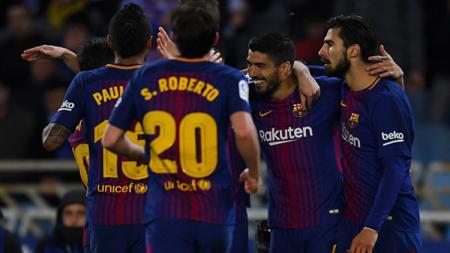 Luis Suares merayakan golnya bersama teman-temannya - INDOSPORT