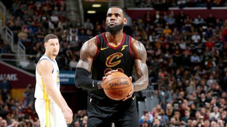 LeBron James saat masih membela Cleveland Cavaliers. - INDOSPORT
