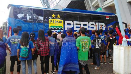Bus Persib Bandung yang membawa pemain sudah tiba di Stadion GBLA.