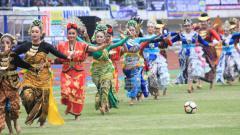 Indosport - Pembukaan Piala Presiden 2018 diwarnai pertunjukan seni.