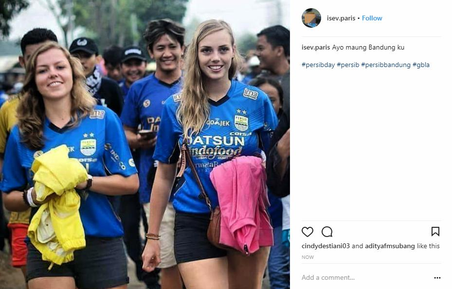 Dua bule cantik pendukung Persib Bandung Copyright: Instagram