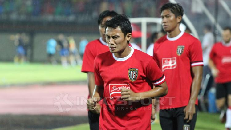 Pemain Bali United saat jalani latihan. Copyright: Rudi Merta/INDOSPORT