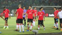 Indosport - Pemain Bali United saat jalani latihan.