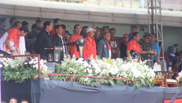 Presiden RI Joko Widodo saat membuka laga Piala Presiden 2018. Copyright: Arif Rahman/INDOSPORT