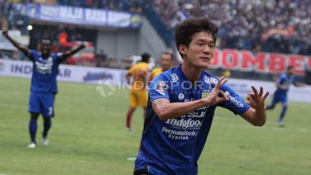 Oh In-Kyun merayakan gol setelah berhasil membobol gawang Sriwijaya FC pada menit ke-55. Herry Ibrahim - INDOSPORT