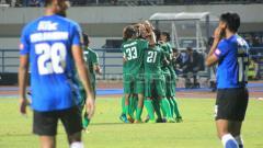 Indosport - PSMS Medan vs PSM Makassar di Piala Presiden 2018.