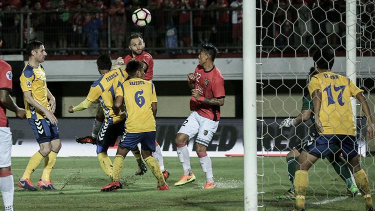 Ilija Spasojevic saat terjun membela Bali United di Kualifikasi Liga Champions 2018. Copyright: Bali United