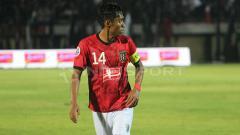 Indosport - Fadil Sausu turut mencetak gol saat Bali United menang 3-1 atas Tampine Rovers.