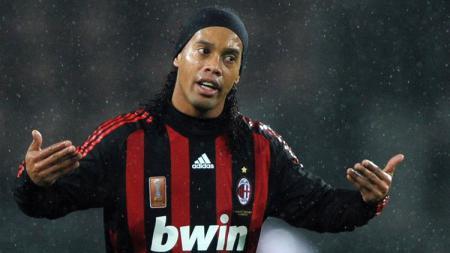 Ronaldinho saat berseragam AC Milan. - INDOSPORT
