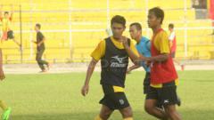 Indosport - Manda Cingi, saat sesi latihan Semen Padang