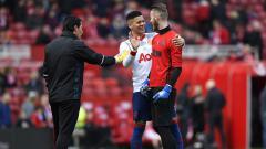 Indosport - De Gea dan Marcos Rojo bercanda sebelum laga
