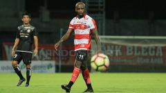 Indosport - Penyerang Madura United, Greg Nwokolo.