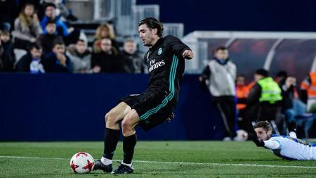 Mateo Kovacic saat mengeksekusi bola ke arah gawang Leganes. - INDOSPORT