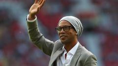 Indosport - Kasus semakin rumit, Ronaldinho terancam mendekam di penjara Paraguay selama 10 tahun.