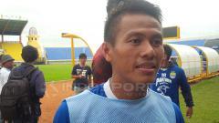 Indosport - Ghozali Muharam Siregar ikut latihan bersama Persib Bandung.
