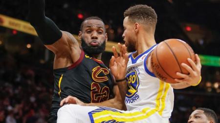 Stephen Curry sukses mencetak rekor usai mengantarkan Golden State Warriors ke final NBA 2019. - INDOSPORT