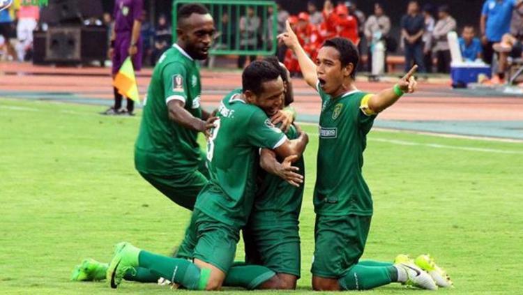 Selebrasi para pemain Persebaya Surabaya. Copyright: emosijiwaku.com