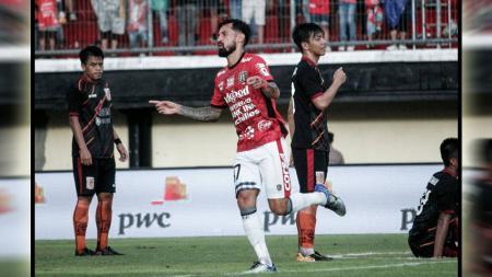 Hattrick Stefano Lilipaly Sukses Bawa Bali United Raih Kemenangan Pertama di Piala Presiden 2018. - INDOSPORT