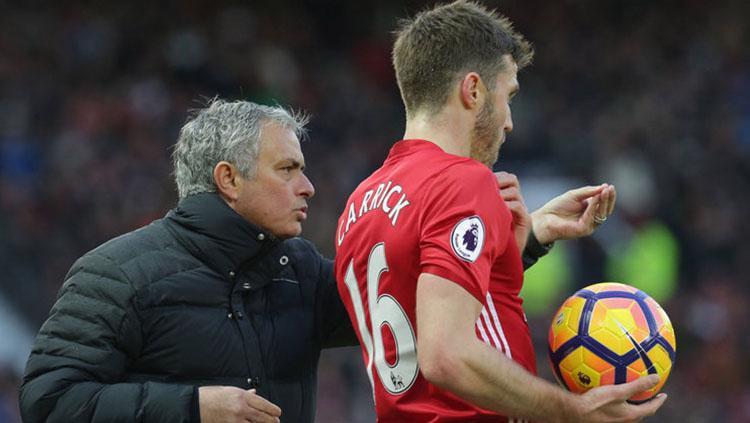 Jose Mourinho dan Michael Carrick. Copyright: Sky Sport
