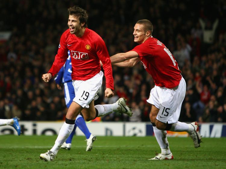 Gerard Pique (kiri) merayakan gol bersama Nemanja Vidic (kanan) kala masih memperkuat Manchester United. Copyright: INDOSPORT