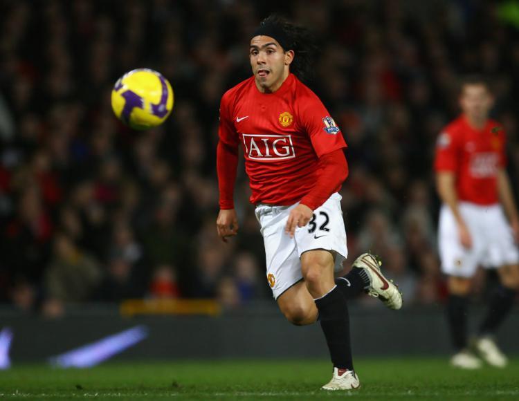 Carlos Tevez saat masih berseragam Manchester United. Copyright: Zimbio