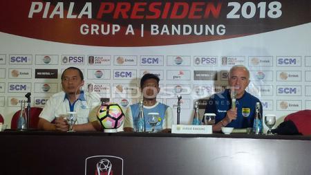 Pelatih Persib Bandung di acara konferensi pers jelang melawan PSMS Medan di Piala Presiden 2018. - INDOSPORT