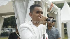 Indosport - Valentino Jebret Simanjuntak menjadi komentator dalam AIA Championship 2018.