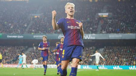 Pemain sepak bola Barcelona, Ivan Rakitic, justru lebih memilih klub ini meskipun dirinya tengah jadi incaran Inter Milan dan AC Milan. - INDOSPORT