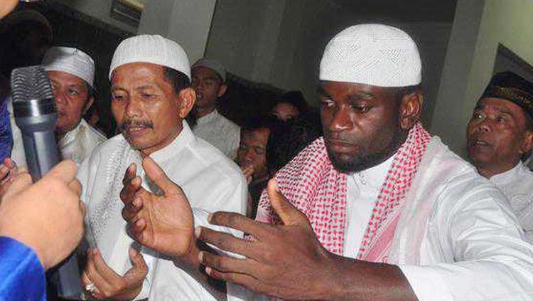 Abanda Herman mantan pemain Persib Bandung yang jadi mualaf. Copyright: Istimewa