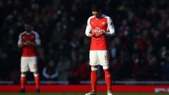 Indosport - Mesut Ozil dan Shkodran Mustafi berdoa jelang laga.