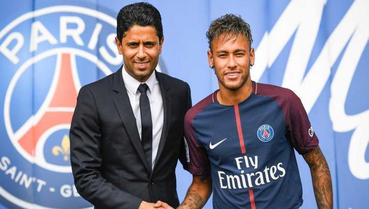 Nasser Al-Khelaïfi, pemilik PSG (kiri) bersama Neymar Copyright: hindustantimes.com