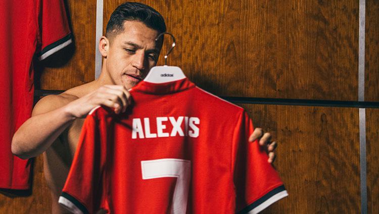 Alexis Sanchez resmi ke Manchester United. Copyright: Man United