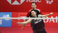 Indosport - Lukhi Apri Nugroho/Tedi Supriadi mengembalikan kok atas serangan Markis Kido/Hendra Aprida Gunawan.
