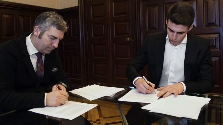 Kepa Arrizabalaga tandatangani perpanjangan kontrak. Copyright: Marca