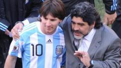 Indosport - Lionel Messi dan Diego Maradona.