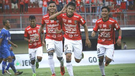 Skuat muda Bali United merayakan gol ke gawang PSPS. - INDOSPORT